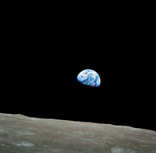 Earthrise. William Anders on December 24, 1968, Apollo 8